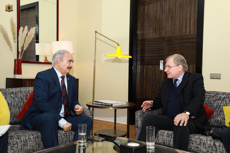 Balozi wa Marekani Richard Norland wakati wa mkutano na Marshal Haftar kando ya mkutano wa Berlin huko Ujerumani, Januari 20, 2020 (picha ya kumbukumbu)