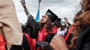 Les téléphones portables sont de mise lors d'une cérémonie de remise des diplômes à Baher Dar, dans le nord de l'Éthiopie.