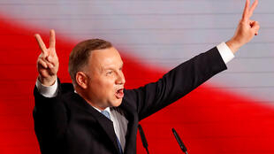 Tổng thống Ba Lan mãn nhiệm, ứng cử viên tổng thống của Đảng Luật pháp và Công lý (PiS), Andrzej Duda, sau khi công bố kết quả bầu cử ngày Chủ Nhật, 28/06/2020 tại Vacxava.