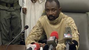Le colonel malien Assimi Goïta, ici lorsqu'il était à la tête du CNSP, un groupe d'officiers putschistes qui a renversé le président IBK.