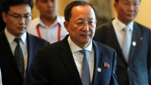 Ảnh minh họa : Ngoại trưởng Bắc Triều Tiên Ri Yong Ho (G). Ảnh chụp nhân hội nghị ASEAN tại Manila, ngày 08/08/2017.