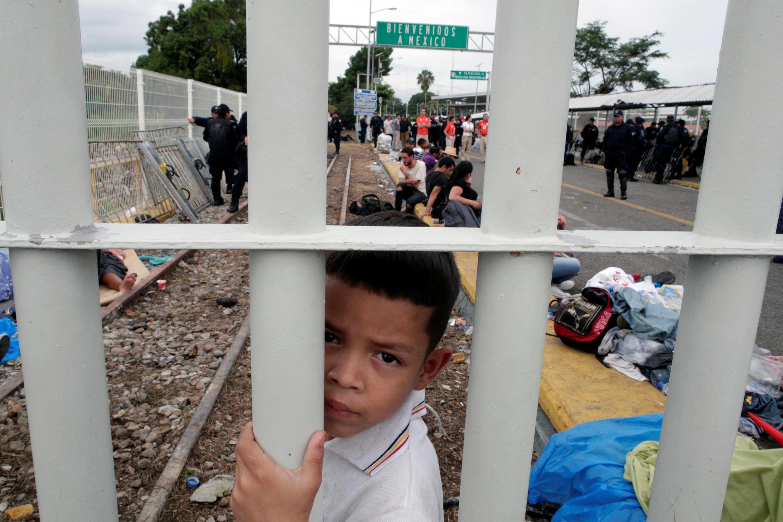 Большинство из мигрантов в караване — граждане Гондураса, спасающиеся от бедности и насилия