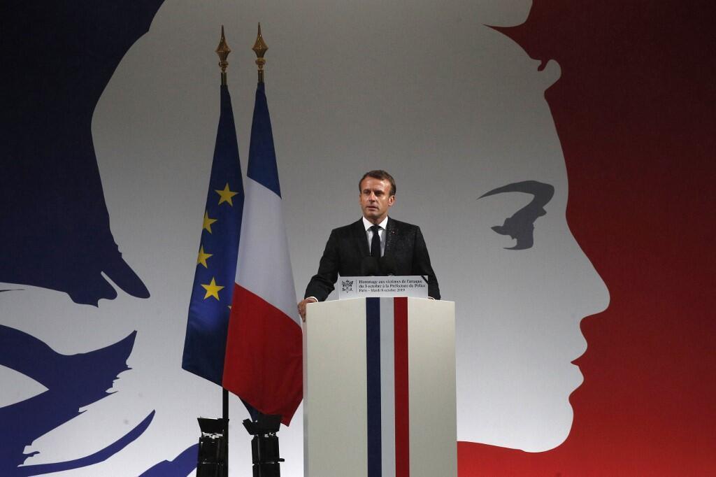 Emmanuel Macron lors de son discours en hommage aux quatre fonctionnaires de la préfecture de police de Paris tués par un collègue radicalisé, a appelé à la vigilance.