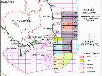 Bản đồ các lô dầu khí ngoài khơi Việt Nam được PetroVietnam công bố tháng 06/2012 cho thấy 9 lô do CNOOC (Trung Quốc) rao thầu ăn hẳn vào các lô của Việt Nam. In mầu vàng là hai lô 127 và 128 đã giao cho ONGC (Ấn Độ) thăm dò.