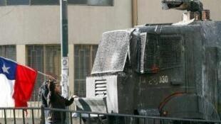 Estudante protesta na cidade chilena de Valparaíso.