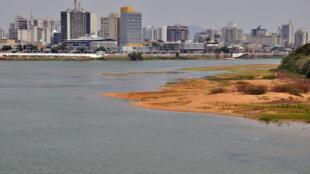 O sistema do Rio Paraíba do Sul que abastece três estados: Rio de Janeiro, São Paulo e Minas Gerais está secando.