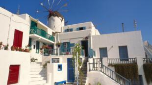 Des propriétés comme celle-ci, à Mykonos, pourraient être saisies par le ministre grec des Finances qui a menacé les fraudeurs fiscaux de les vendre aux enchères.