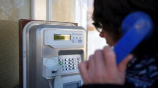 Une cabine téléphonique à Beaumont, dans l'ouest de la France, le 25 novembre 2017.