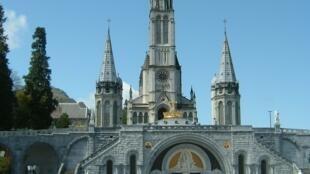 Santuário de Lourdes, na França.
