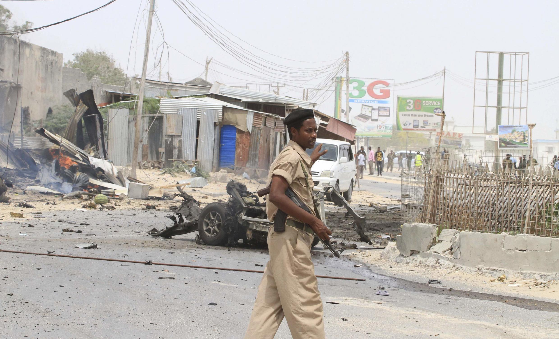 Explosion near the entrance of the airport in Somalia's capital Mogadishu, 13 February  2014.
