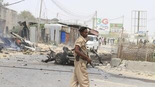 Explosion near the entrance of the airport in Somalia's capital Mogadishu, 13 February  2014.