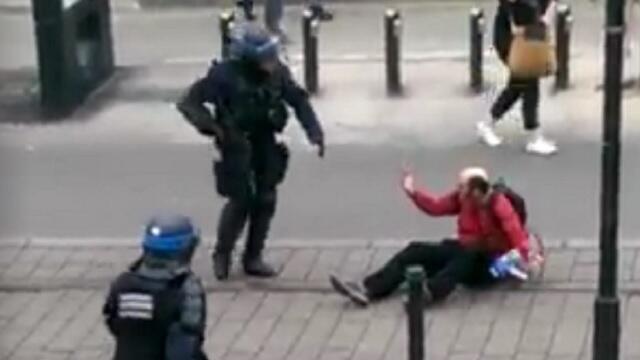 تصویر ضرب و شتم شهروند فرانسوی توسط پلیس در شهر نانت