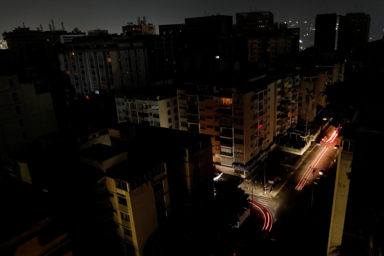 Vue d'un quartier de Caracas soumis à une coupure générale d'électricité, le 8 mars 2019.