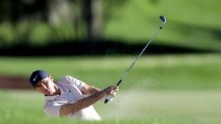 El estadounidense Russell Henley en una acción de la tercera ronda del torneo CJ Cup de PGA en Shadow Creek (Las Vegas).