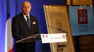 法国外长法比尤斯周一(1月13日)在法国外交部举行法中建交50周年新闻发布会