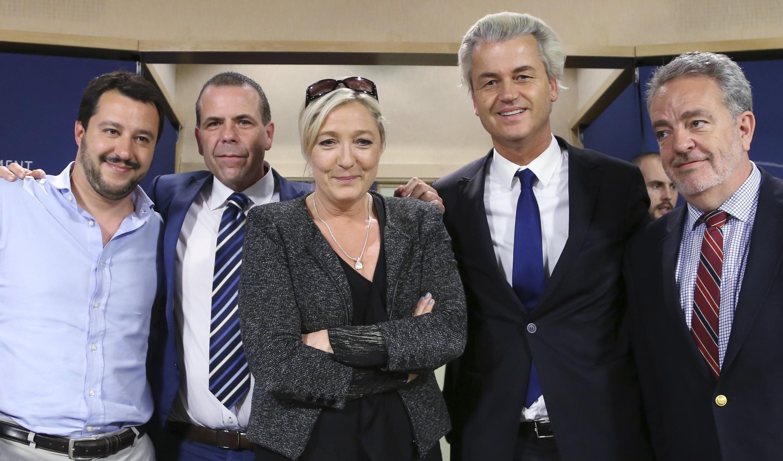 Marine le Pen, au Parlement européen, le 28 mai 2014, avec ses acolytes : Matteo Salvini, Harald Vilimsky, Geert Wilders, Gerolf Annemans.