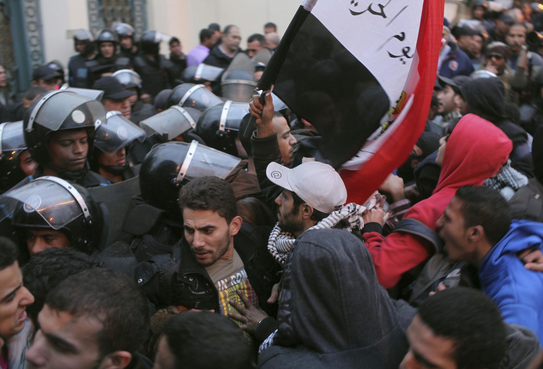 Từ ngày 24/01, bạo động đã khiến gần 60 người thiệt mạng (REUTERS)