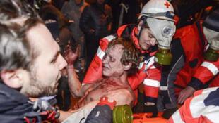 """Врачи-волонтеры оказывают первую помощь раненым на """"Евромайдане"""""""