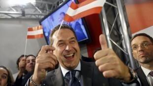 Ông Norbert Hofer, ứng viên của đảng Tự Do, sau bầu cử tổng thống vòng một ngày 24/04/2016.