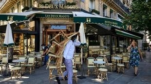 Seules, les terrasses des cafés peuvent rouvrir à Paris, à l'occasion de la phase 2 du déconfinement, le 2 juin 2020.