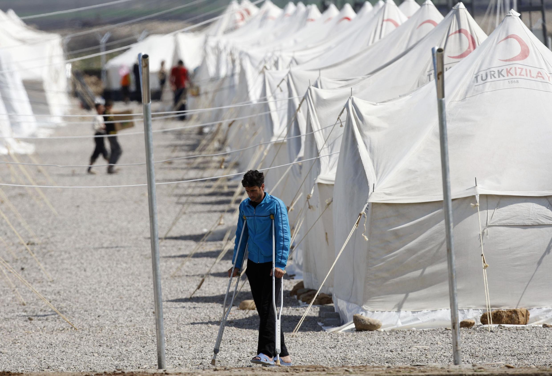 Campo de refugiados sírios de Gaziantep, mantido pela Cruz Vermelha turca. Os dados da resistência contam mais de 500 mortes entre os civis na Síria desde o início de abril.
