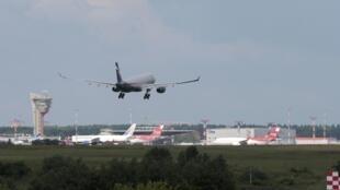 ادوارد اسنودن با این هواپیما روز یکشنبه وارد مسکو شد