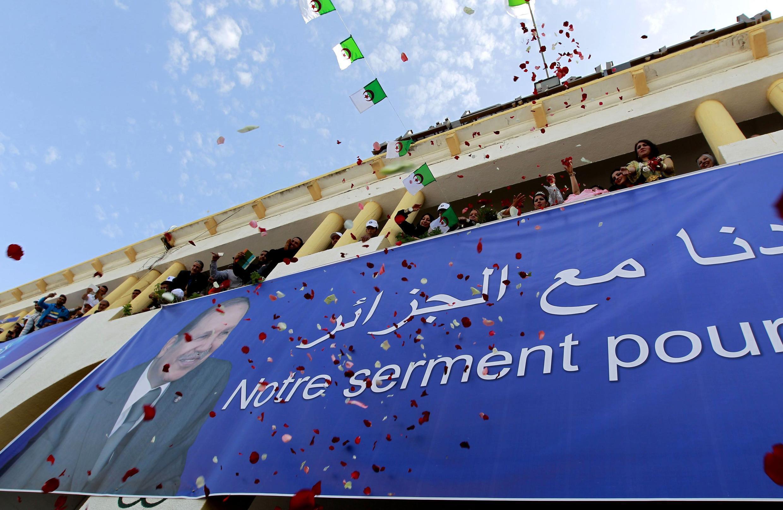 Supporters du président algérien Bouteflika en campagne pour la présidentielle du 17 avril.