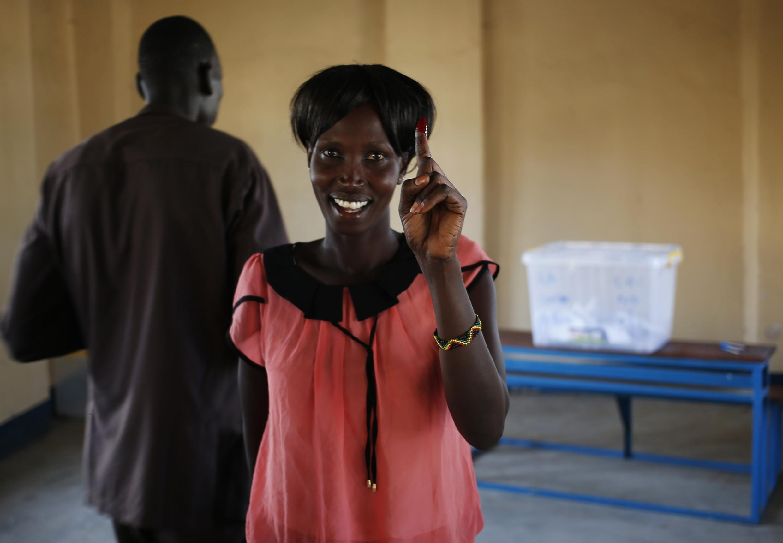 Mutanen yankin Abyei suna jefa kuri'ar zaben raba gardama akan yankin da suke so tsakanin Sudan da Sudan ta kudu.