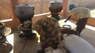La cuisson du riz demande une surveillance de tout instant.