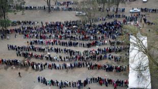 Longue file d'attente dans un bureau de vote de Nairobi, le 8 août 2017.
