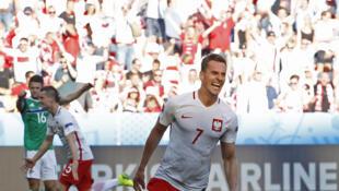 El polaco Arkadiusz Milik, autor del gol que otorga a Polonia su primera victoria en la Eurocopa.