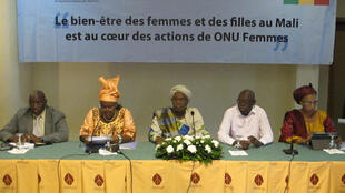Au centre, la ministre malienne de la Femme, de l'enfant et de la famille, Sangaré Oumou Ba.