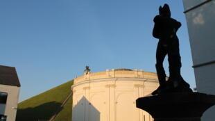 戰役結束200年後,拿破崙的影子比以往任何時候都更加籠罩着滑鐵盧。