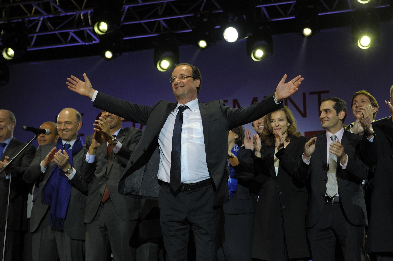 François Hollande, place de la Bastille, with his campaign team