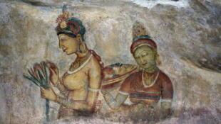 Les demoiselles de Sirigiya, fresque datant du Ve siècle sont une grande curiosité du Sri Lanka. Le site est classé au patrimoine mondial de l'humanité par l'UNESCO.