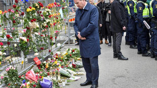 Премьер-министр Швеции Стефан Левен на месте теракта в Стокгольме, 8 апреля 2017 года