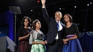 Shugaban Amurka Barack Obama lokacin da yake godiya ga magoya bayan shi