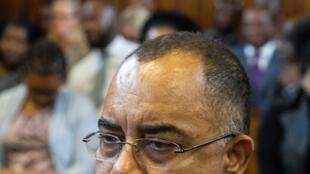 Manuel Chang, antigo ministro das Finanças de Moçambique, deputado da Frelimo no tribunal de Kempton Park nos arredores de Joanesburgo