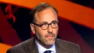 Hervé Asquin, au-micro d'Armelle Charrier, dans une interview accordée à France 24. Capture d'écran.