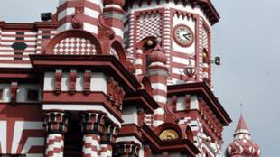La mosquée Jami-ul-Alfar, à Pettah, datant de 1909, est l'un des plus vieux lieux de culte musulmans dau Sri Lanka.