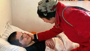 Ardi Kosovar, polyhandicapé, renvoyé avec sa famille au Kosovo, en mai 2010 alors qu'il était soigné dans un institut médico-éducatif (IME) de la région de Metz.