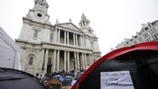 """O funeral de Thatcher será realizado na catedral Saint-Paul, que teev suas escadas ocupadas recentemente pelos """"indignados"""" britânicos."""