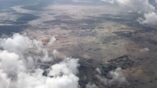 Vista aérea à chegada ao aeroporto da Beira.