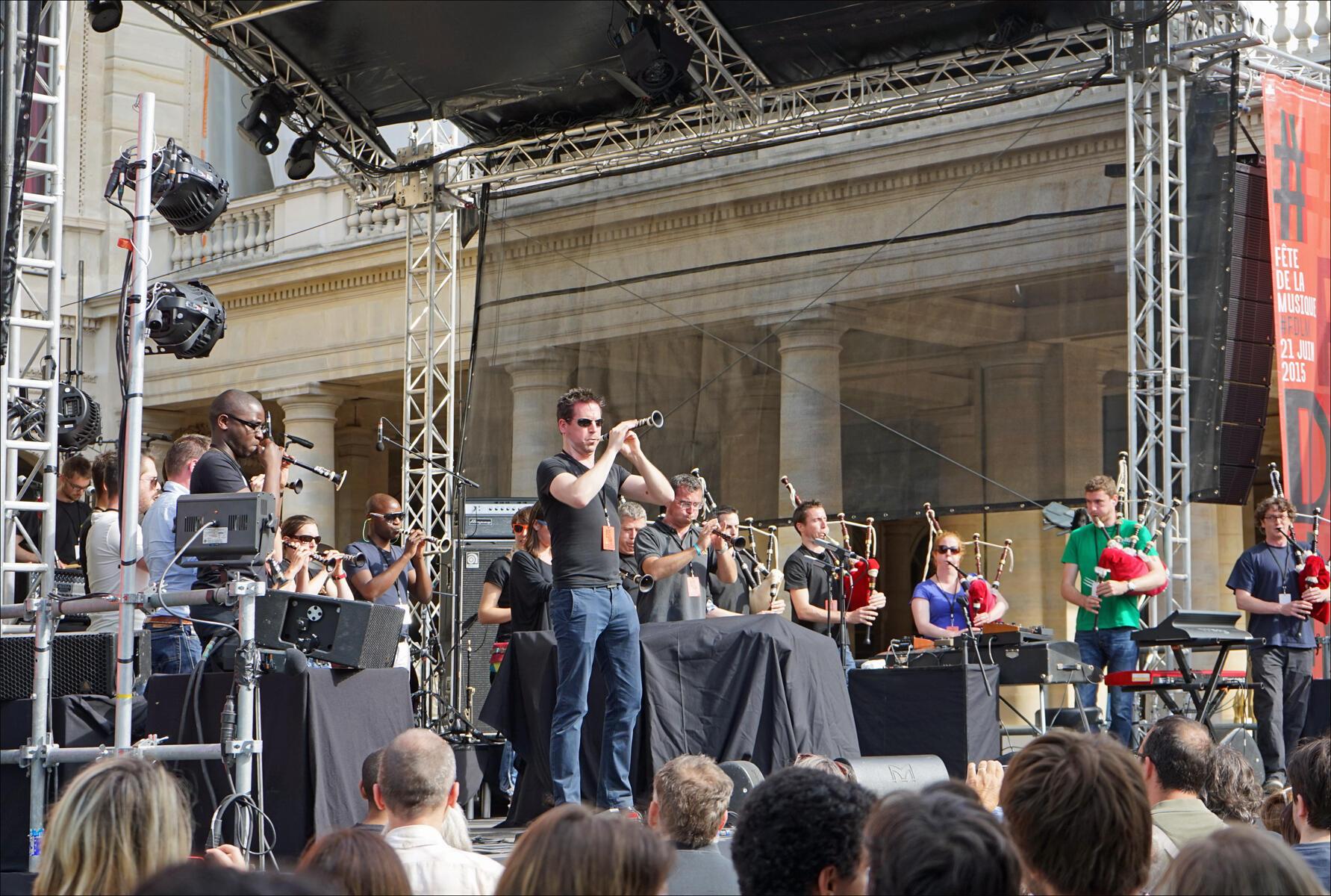 Một buổi trình diễn tại Palais Royal, Paris trong Ngày hội âm nhạc 2015.