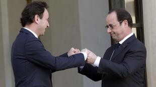 French President Francois Hollande (R) with Syrian opposition leader Khaled Khoja at the Elysée Palace in Paris