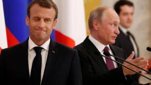 Эмманюэль Макрон и Владимир Путин в Санкт-Петербурге, 24 мая 2015 год