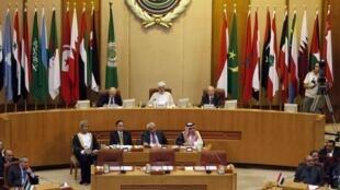 Los cancilleres de la Liga Arabe reunidos en El Cairo el 27 de agosto de 2001.
