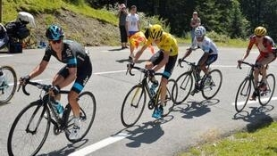 Chris Froome seguido por Nairo Quintana en los Pirineos.