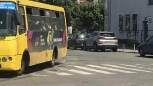 Les « marchroutki » malodorants et poussifs circulent encore dans les rues de Kiev mais le Uber Shuttle ambitionne de leur faire concurrence.