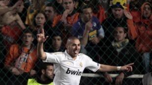 El francés Karim Benzema logró un doblete ante el Apoel Nicosia.